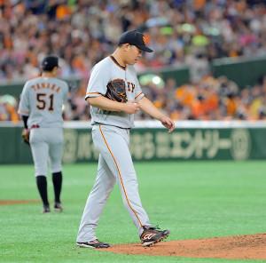 3回無死一塁、山崎に同点の適時三塁打を浴びた先発の山口