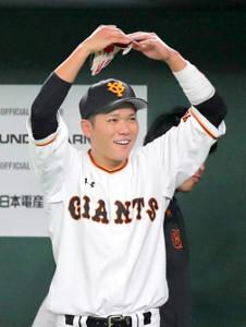 開幕からの連続出塁記録の更新を狙う坂本勇