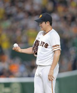 1回2死一、二塁、マルテに適時二塁打を打たれた巨人・菅野(カメラ・橋口 真)