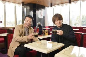 司会の中山秀征(左)と初回ゲストの浦井健治