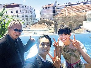 公式上映のためカンヌ入りした(左から)三池崇史監督、窪田正孝、小西桜子