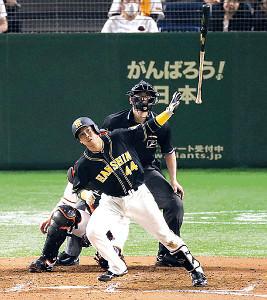 7回無死、左中間へチーム5本目となる本塁打を放つ梅野