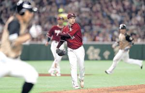 6回2死一、二塁で、日本ハム・田中を投ゴロに打ち取った辛島(カメラ・宮崎 亮太)