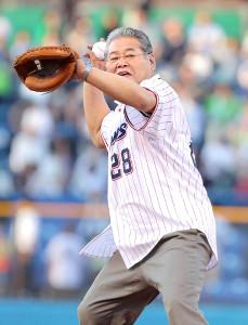 始球式をした八重樫幸雄氏