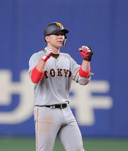 9回2死二塁、炭谷銀仁朗が左越えに適時二塁打を放つ(カメラ・橋口 真)