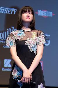 カンヌ国際映画祭で監督の言葉に感極まる小西桜子