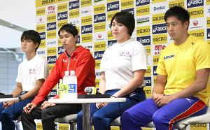 会見に出席した(左から)橋岡優輝、戸辺直人、北口榛花、新井涼平