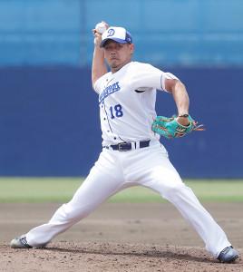 フリー打撃に登板し、投球する松坂大輔