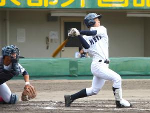 公式戦初先発で2安打5打点と活躍した龍谷大平安・田島
