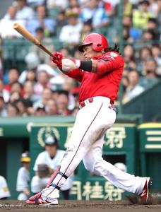 4回2死三塁、追加点となる左前適時打を放つバティスタ