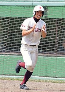 5回、6点目のホームを踏む旭川大高・脇田