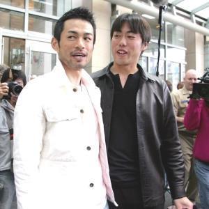 WBC初代王者から一夜明け記者会見に臨んだイチロー氏と上原氏(06年3月)