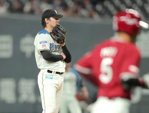 5回無死、茂木(手前)に右越えソロ本塁打を許した有原(カメラ・宮崎 亮太)