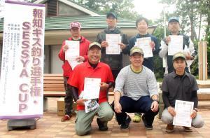 上位入賞を果たした(前列左から)柳本、八木、山崎、(後列左から)美馬、戸村、廣瀬、林の各選手