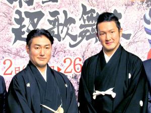 音ミクとの宙乗りを熱望した中村獅童(右)と澤村國矢