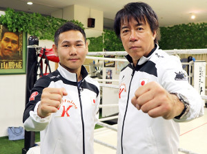 東京五輪でボクシング競技が存続する方針となり、改めて出場へ意欲を燃やす元プロボクシング主要4団体世界王者の高山勝成(左)と中出博啓トレーナー