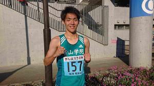 陸上の関東学生対校選手権男子2部1500メートル決勝で日本人トップの2位になった青学大の谷野航平