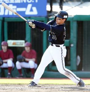8回1死満塁、勝ち越しの右前2点打を放つ吉田正