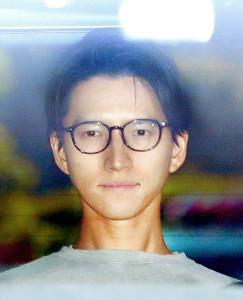 拘留されていた東京湾岸警察署から送検される田口淳之介容疑者