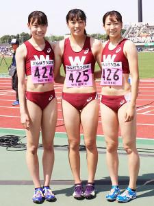 400メートル障害で表彰台を独占した早大3人娘の(左から)2位の関本、優勝の小山、3位の村上