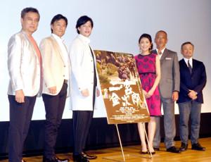 (左から)榎木孝明、成田浬、合田雅吏、田中美里、犬山ヴィーノ、五十嵐匠監督