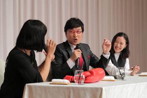 結婚報告を行った山里亮太と蒼井優(左)は祝福に駆け付けたしずちゃん)