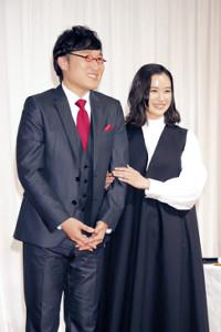 幸せいっぱいの表情で結婚報告を行った山里亮太と蒼井優