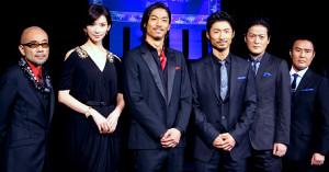 2011年の舞台「レッドクリフ」の集合写真(左から)竹中直人、リン・チーリン、AKIRA、MAKIDAI、陣内孝則、市川右近(現・市川右團次)