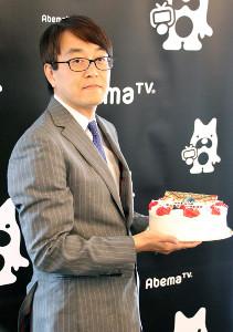 歴代最多1434勝を祝福するケーキを贈られた羽生善治九段