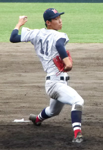尽誠学園戦で7回4安打無失点に抑えた横浜・松本