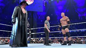 初対決したジ・アンダーテイカー(左)とゴールドバーグ(右)(C)2019 WWE, Inc. All Rights Reserved.