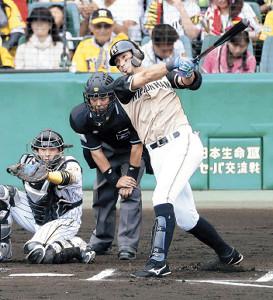 6回無死一塁、大田が右翼ポール際に勝ち越し2ラン本塁打を放つ