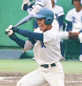 9回1死二、三塁から逆転打を放つ弘前学院聖愛・古舘