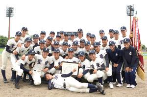 優勝した弘前学院聖愛の選手たち