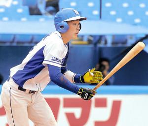 延長10回2死二、三塁、勝ち越し2点二塁打を放った東農大北海道・古間木