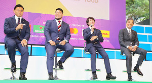 100日前イベントでトークを行う(左から)五郎丸歩、畠山健介、櫻井翔、舘ひろし