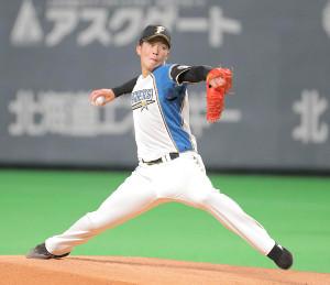 プロ初球を投球する吉田輝星(カメラ・池内 雅彦)