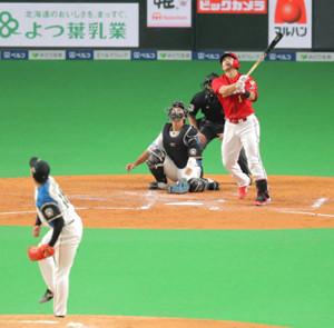 3回1死、吉田輝の直球に右飛に倒れた鈴木