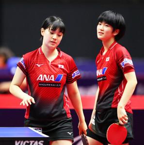 女子ダブルス準決勝で敗れた長崎美柚(左)・木原美悠