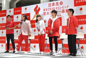 イベントに出席した(左から)桐生祥秀、ロバートの秋山竜次、綾瀬はるか、ゆずの北川悠仁 岩沢厚治