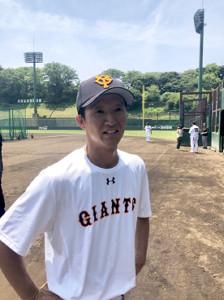 外野手の育成について熱く語る、巨人・松本コーチ