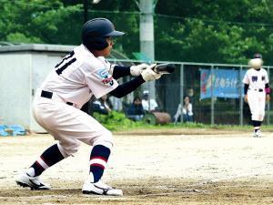 初回1死二、三塁で4番・日下に続き連続スクイズを決めた和歌山御坊・野田