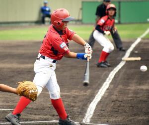 1回1死二、三塁で右犠飛を放った松山中央・野本主将