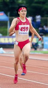 女子200メートルで今季国内高校生初の23秒台をマークし初優勝した石堂