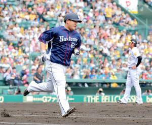 4回2死、中村剛也は岩田稔から左越えにソロ本塁打を放つ