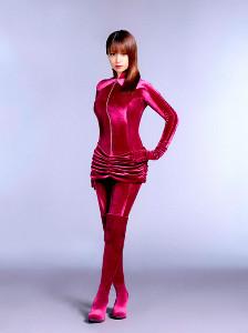 セクシー衣装でドラマを大いに盛り上げそうな深田恭子