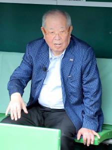 甲子園球場を訪れた野村克也氏