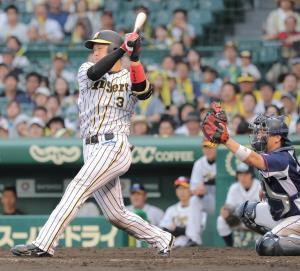 8回2死満塁、空振り三振に倒れた阪神・大山