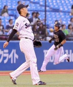 1回2死一、二塁、後藤駿太に2点三塁打を浴びた清水昇