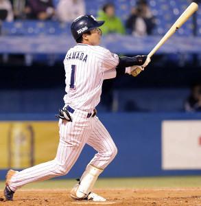 8回無死、中越えにソロ本塁打を放つ山田哲人